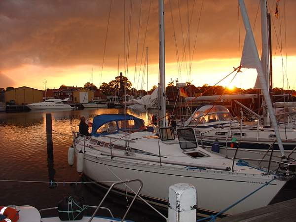 http://www.scancharter.com/wp-content/uploads/boats/9708_f375solnedgang1[1].jpg
